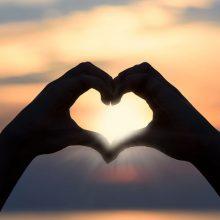soleil main coeur